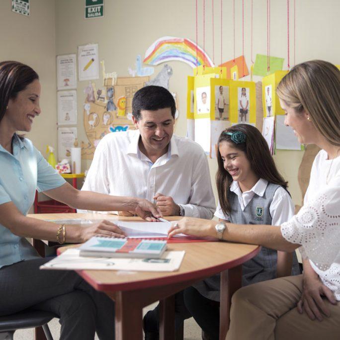 Foto-seccion-pq-estudiar-aqui-Educamos-con-la-familia